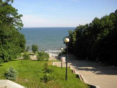 Спуск к Балтийскому морю в Светлогорске - каменная лестница